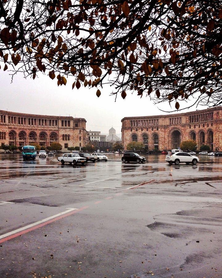 Republik Squre, regnerischer Morgen Armeniens, Eriwan 22. November 2014 lizenzfreies stockfoto