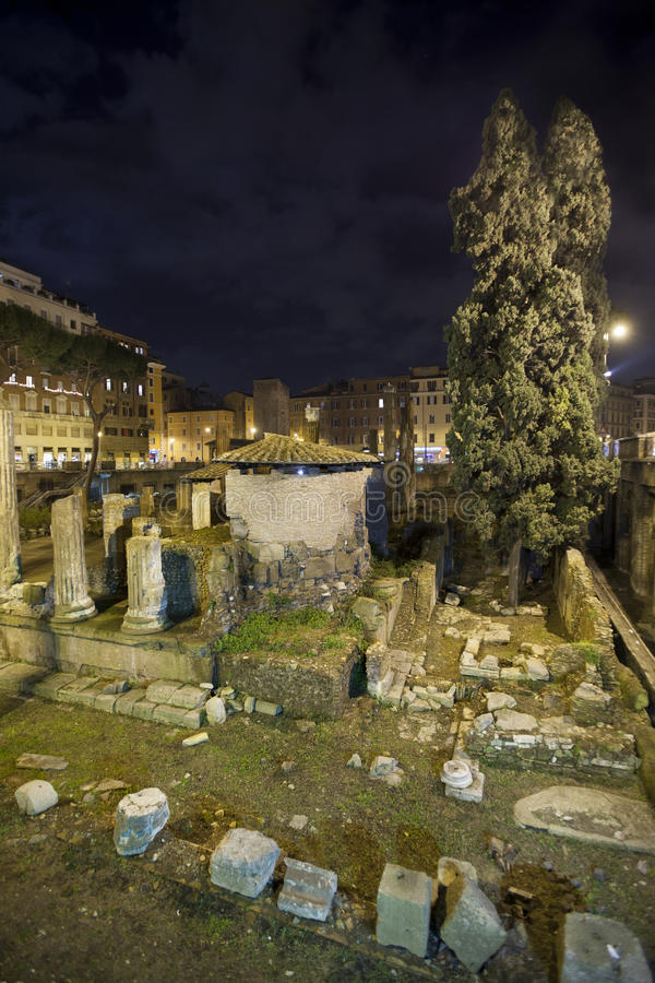 Republikańskie Romańskie świątynie i resztki Pompeys Theatre, zdjęcia royalty free
