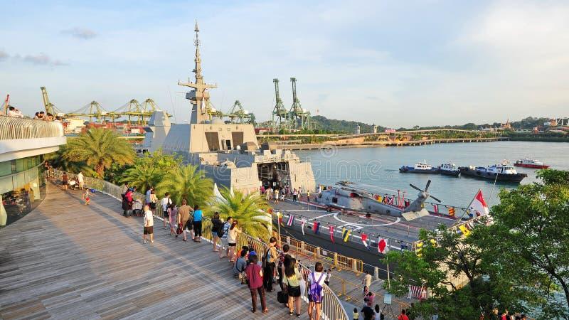 Däck av RSS som är intrepid på det öppna huset 2013 för marin i Singapore arkivfoton