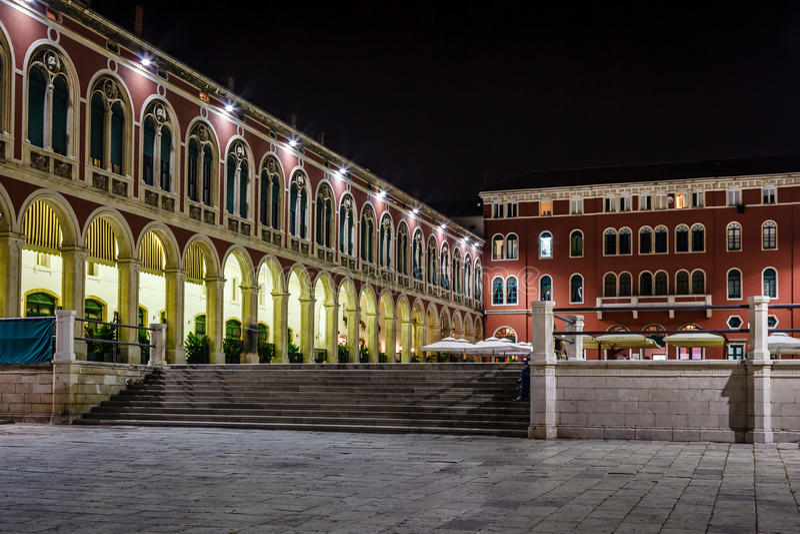 Republikfyrkant i splittring på natten, Dalmatia arkivbilder