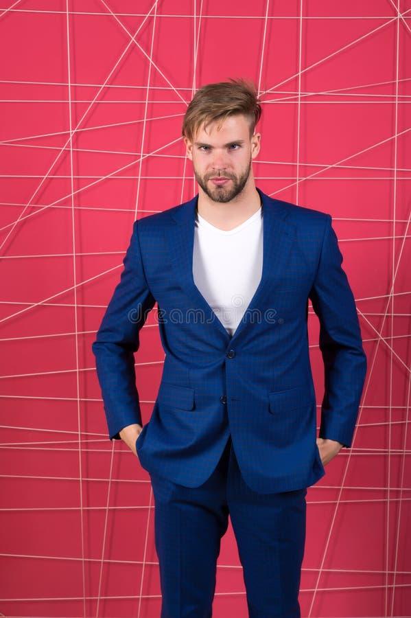 Reputación apropiada de la influencia del equipo en sociedad Hombre o traje azul marino clásico del desgaste del hombre de negoci foto de archivo libre de regalías