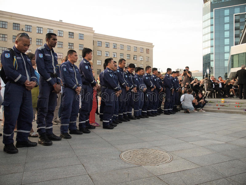 Requiem voor de slachtoffers van vlucht MH17 Een speciaal reddingsteam van hulp bij rampen van Maleisië stock foto