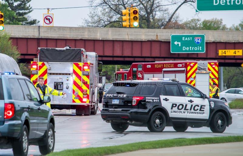 Res-medita primeiramente na cena de um acidente em Michigan EUA imagem de stock