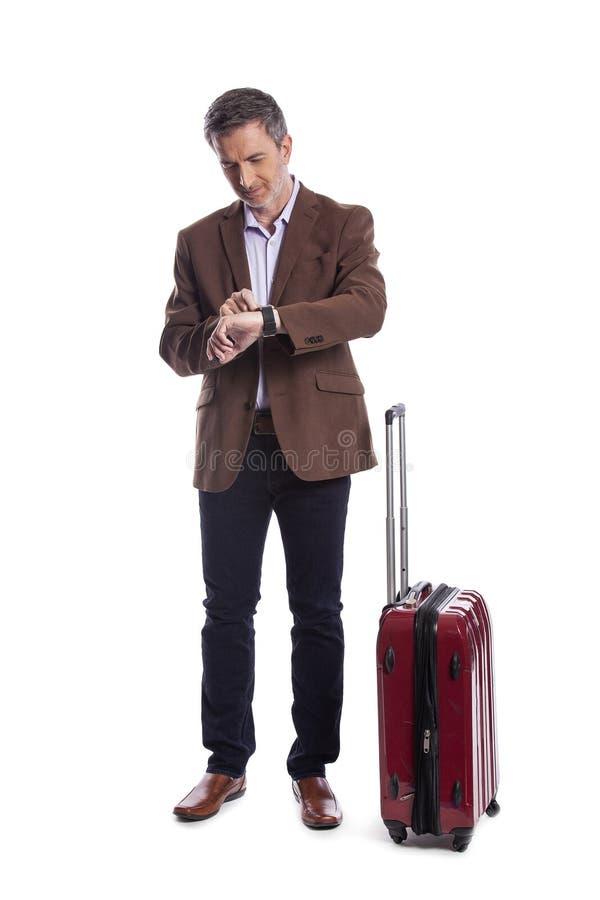 Resa affärsmannen Waiting på ett försenat flyg royaltyfri foto