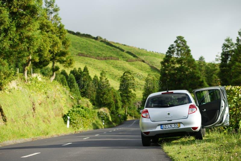 Resa med bilen på Sao Miguel, Azores, Portugal royaltyfri fotografi