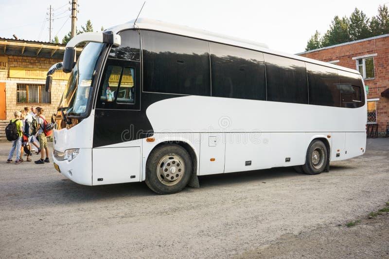 Download Resa med bussen redaktionell fotografering för bildbyråer. Bild av offentligt - 78731469