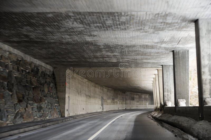 Resa till och med tunnelen arkivfoto