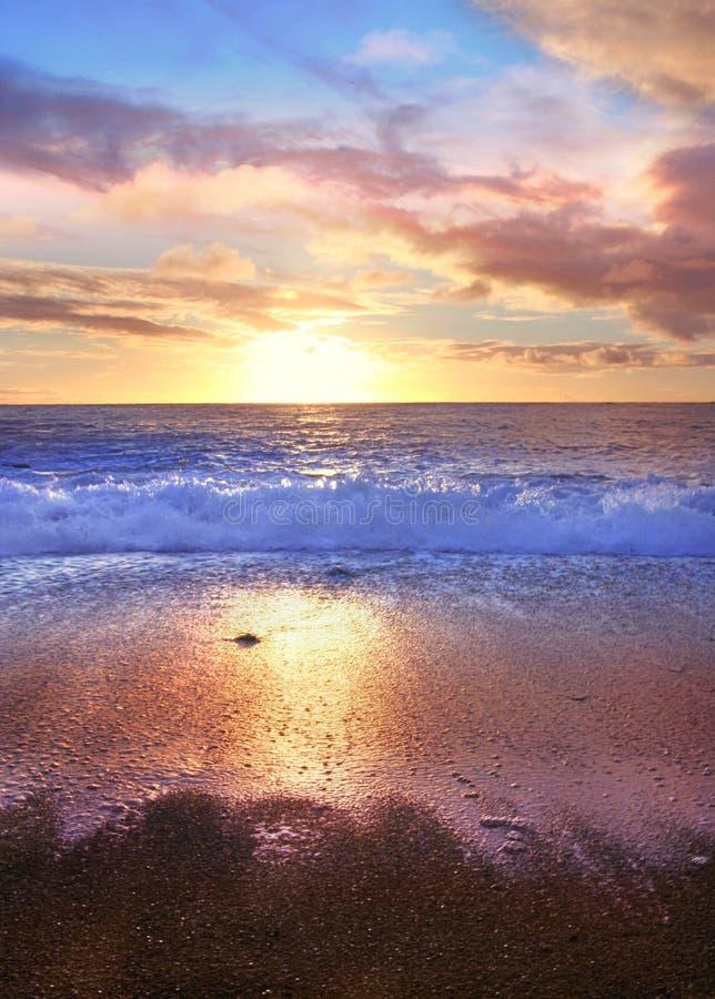 Resaca de Atlántico de la puesta del sol foto de archivo libre de regalías