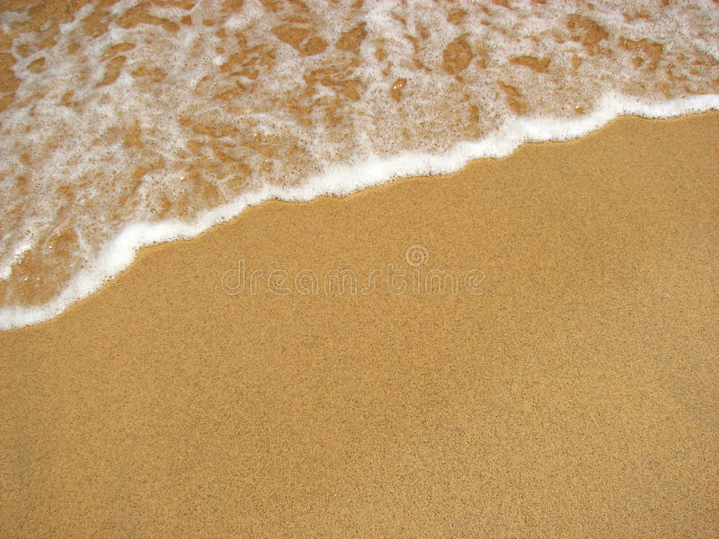 Resaca del agua de la playa de la arena imagen de archivo