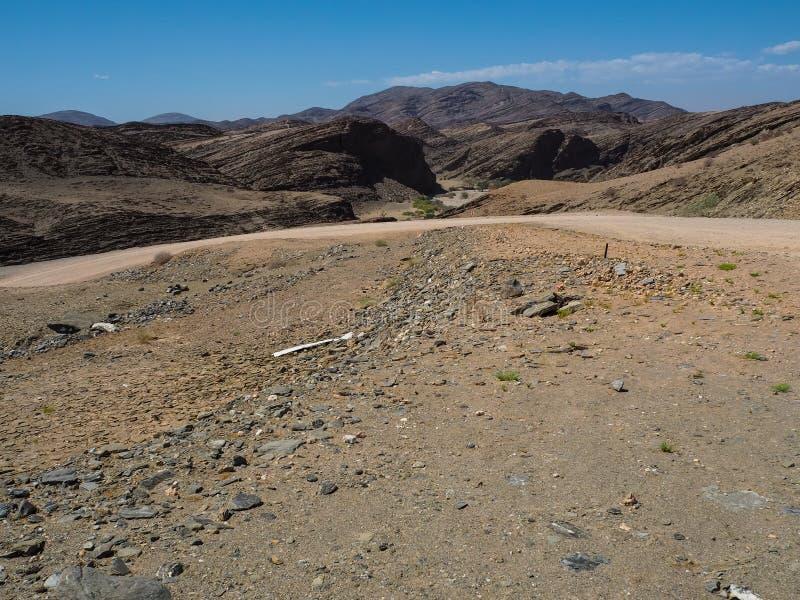 Resan till och med utmärkt vaggar bac för landskapet för bergtexturfoder fotografering för bildbyråer