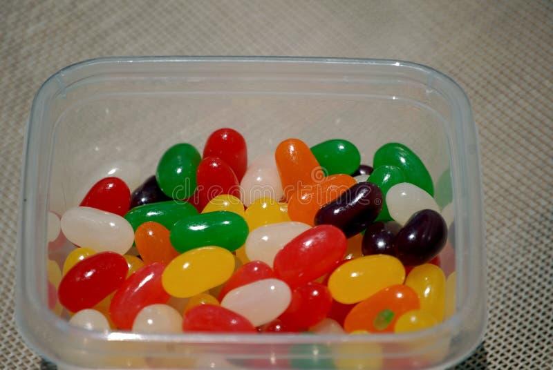 Resande bunke av smakliga söta jellybeans arkivbilder