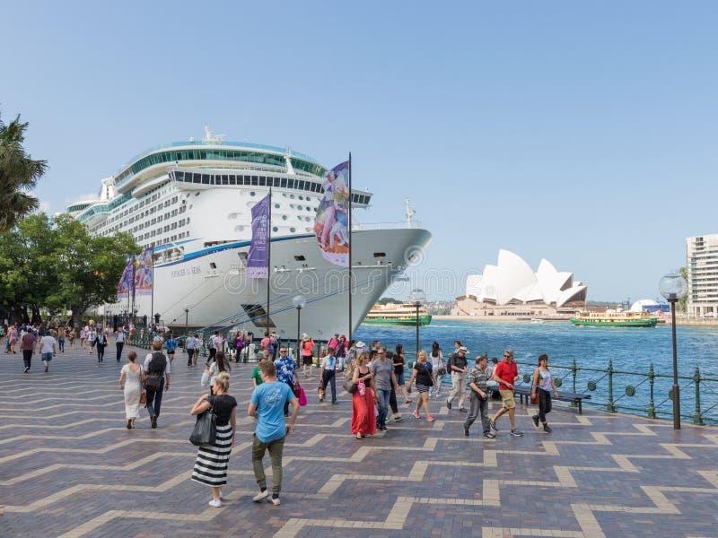 Resande för kryssningskepp av haven, Sydney royaltyfria foton