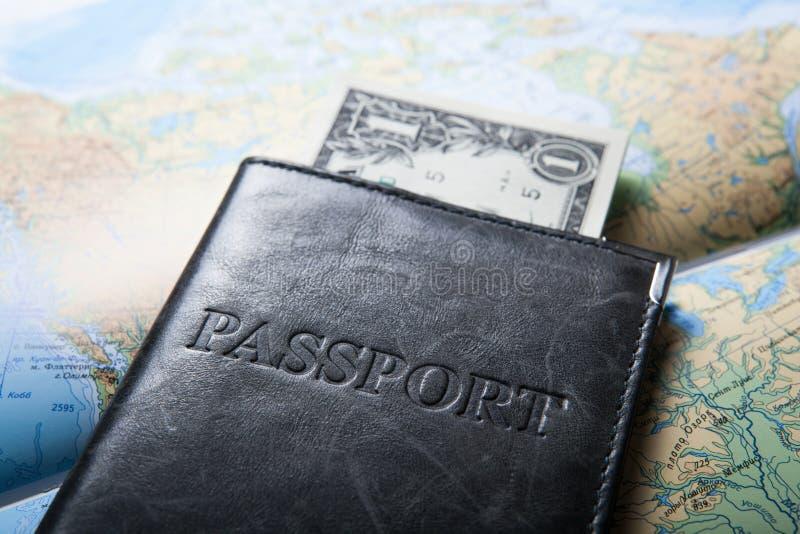Resande utland med pengarräkningar royaltyfria foton