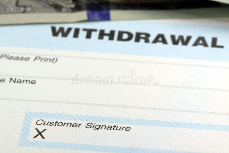 Resbalón del retiro de banco - firma del cliente fotografía de archivo
