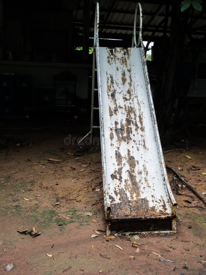 Resbalador viejo del hierro del decaimiento fotografía de archivo