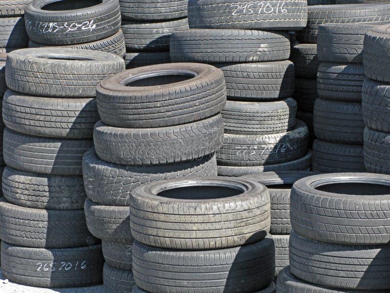 Reserva de neumáticos usados fotografía de archivo libre de regalías
