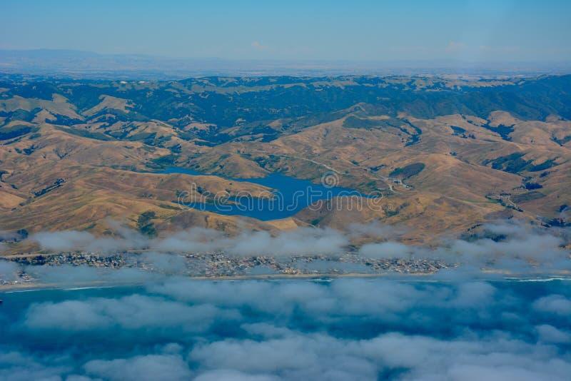 Reservatório da rocha da baleia em Cayucos, Califórnia imagem de stock