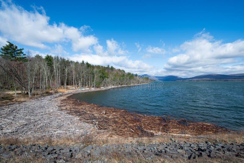 Reservatório de Ashokan nos Estados de Nova Iorque em uma manhã bonita da mola imagens de stock royalty free