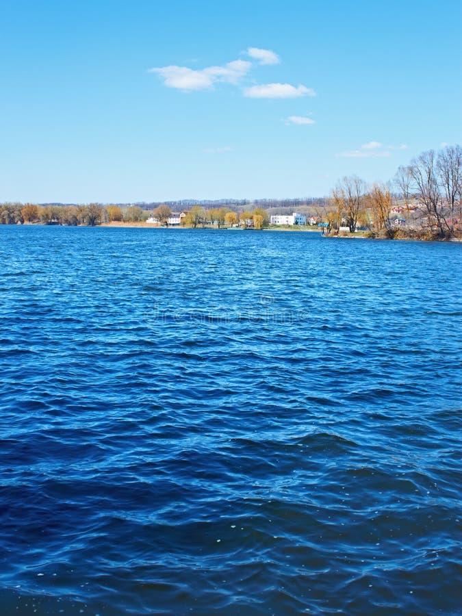 Reservatório grande da cidade na primavera fotografia de stock