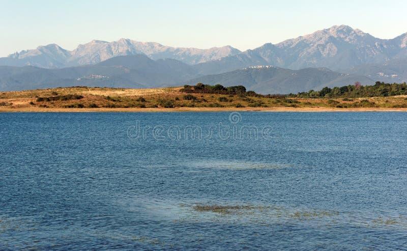 Reservatório na planície oriental de Córsega fotos de stock