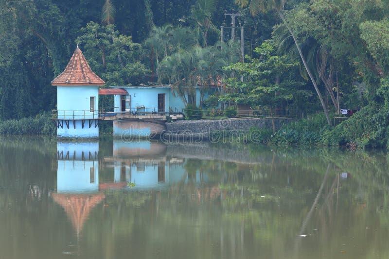 Reservatórios e fonte de água em Sri Lanka foto de stock royalty free