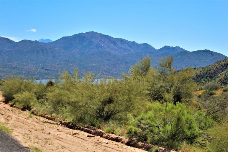Reservat?rio de Bartlett Lake, Maricopa County, estado do Arizona, opini?o c?nico da paisagem do Estados Unidos imagem de stock