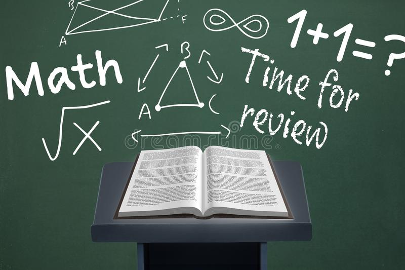 Reserve en la tabla del discurso contra la pizarra verde con la educación y gráficos de la escuela libre illustration