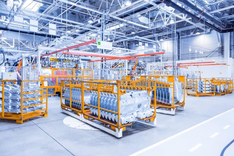 Reserveonderdelen in een autofabriek stock foto's