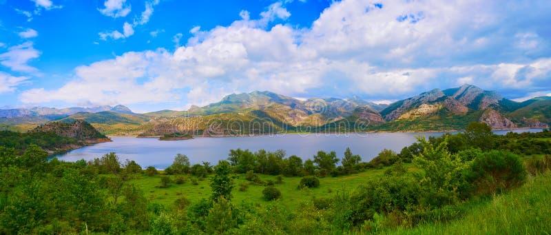 Reservoin för Barriosde Luna i Irede på Leon Spain fotografering för bildbyråer