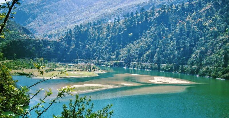 Reservoir in den Bergen von Sivalik Indien lizenzfreie stockfotos