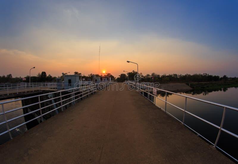 Reservoir en Dam royalty-vrije stock afbeelding