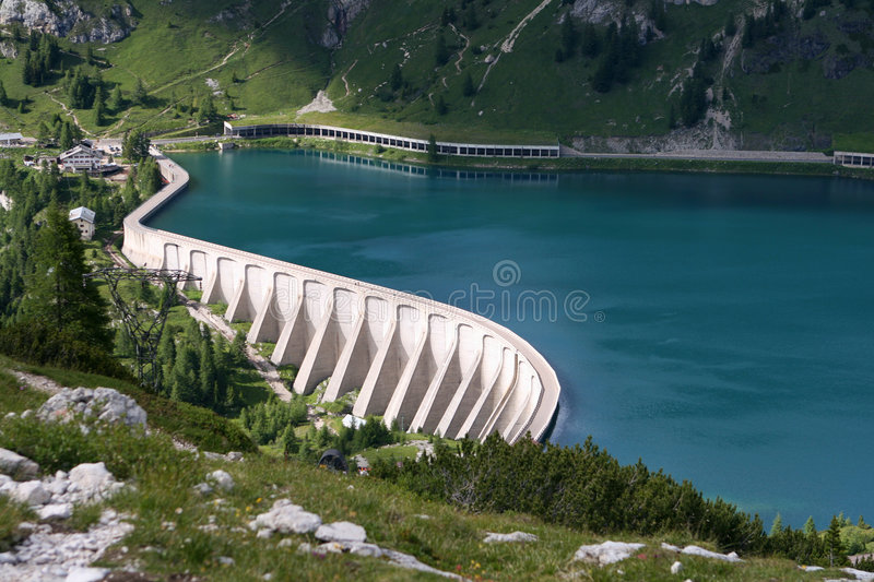 Reservoir Lago di Fedaia photo stock