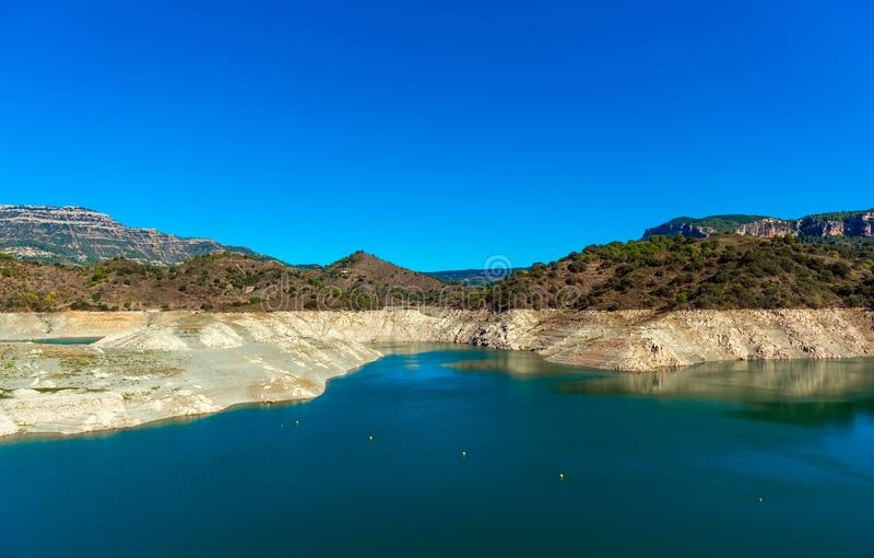 Reservoir Pantano DE Siurana, Tarragona, Spanje Exemplaarruimte voor tekst stock foto