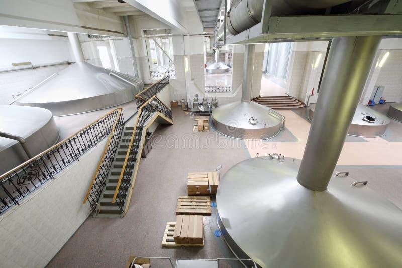 Reservoirs voor bier in Ochakovo-fabriek royalty-vrije stock foto's