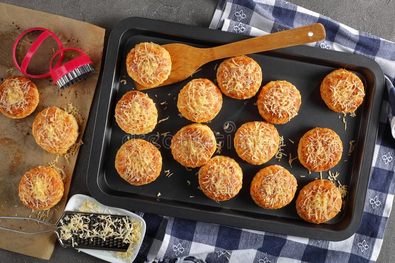 Reshly baked hot delicious english scones stock photography