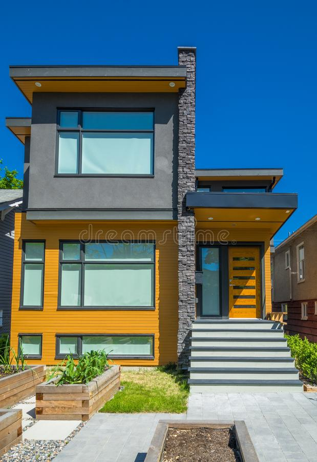 Free Residential House With Concrete Pathway And Door Steps Leading To The Entrance Stock Photos - 156085773