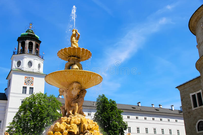 Download Residenz Fontanna W Salzburg Zdjęcie Stock - Obraz złożonej z religijny, kościół: 57652094