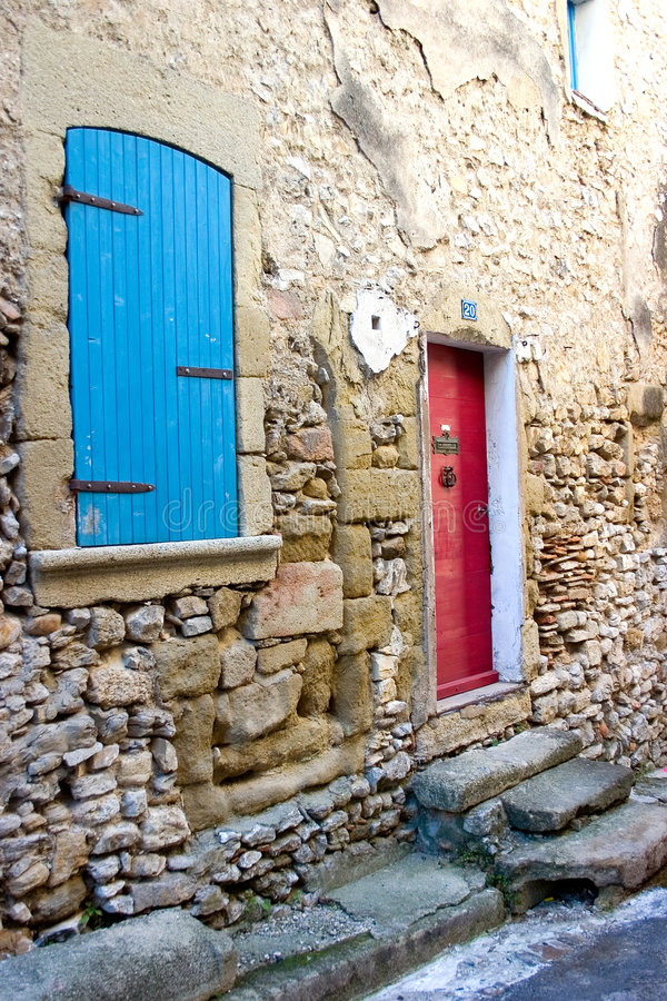 Download Residenza del villaggio immagine stock. Immagine di massi - 450429
