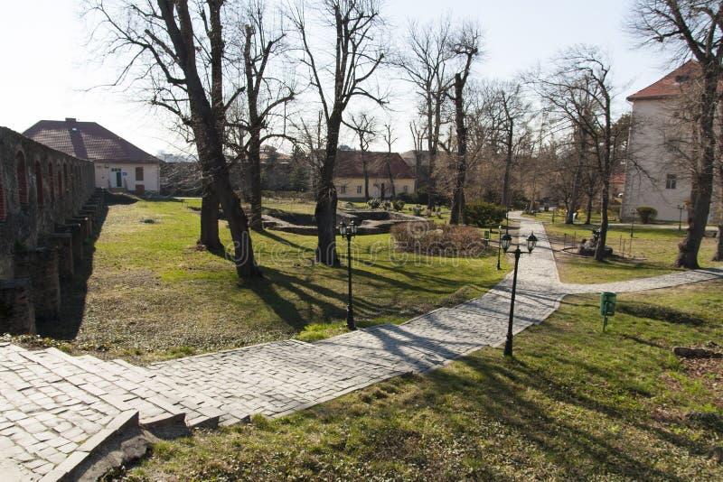 Residenza della nobiltà dei medio evo e della foto esterna della corte del castello medievale di Užhorod, Ungvar, in Ucraina fotografia stock libera da diritti