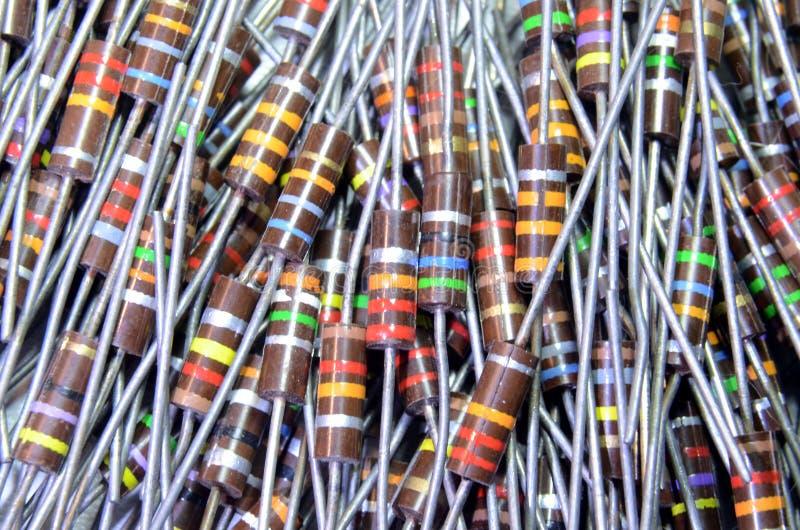 Resistores con las bandas coloridas del código imagen de archivo libre de regalías