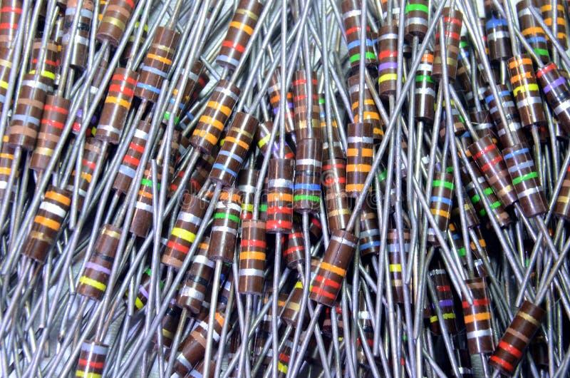 Resistores retros del carbón con las bandas coloridas del código fotos de archivo
