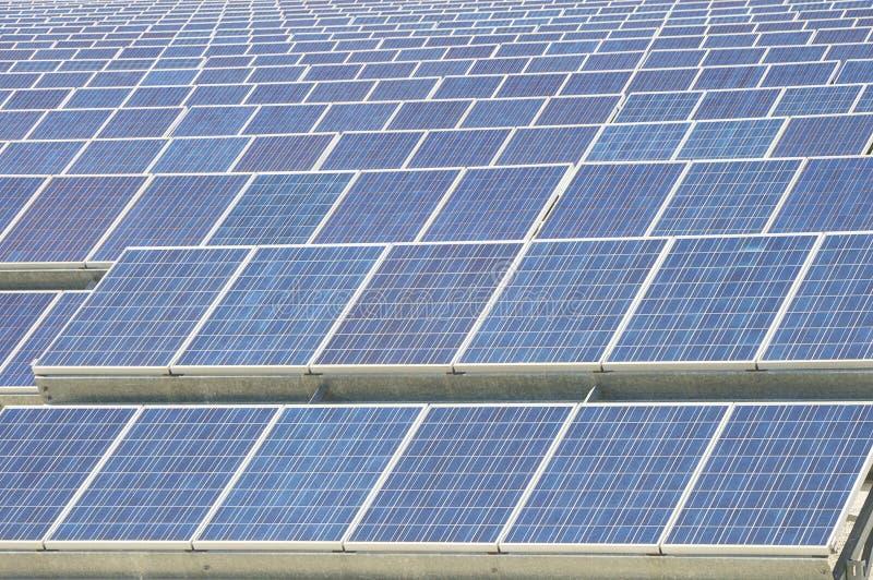 Resorce renovable: Solar - producción de energía natural fotografía de archivo