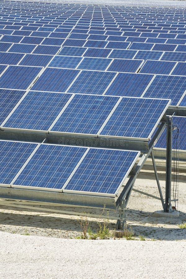 Resorce renovable: Solar - producción de energía natural fotografía de archivo libre de regalías