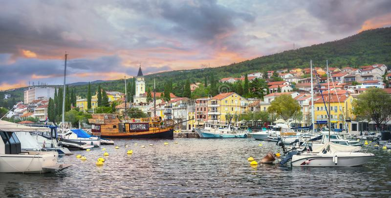 Resort town Selce, cerca de Crikvenica. Istria, Croacia imagen de archivo