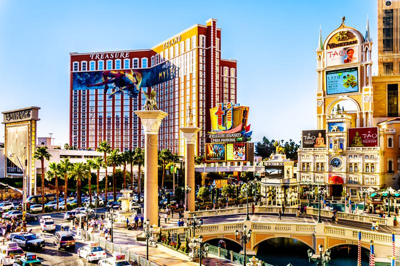 Resorts en Casinos langs de drukke Las Vegas Boulevard, ook wel 'The Strip' genoemd, in Las Vegas, Nevada stock afbeelding