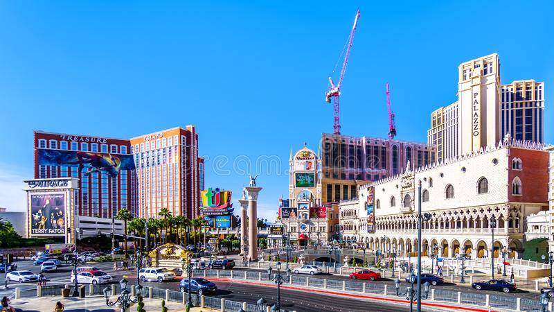 Resorts en Casinos langs de drukke Las Vegas Boulevard, ook wel 'The Strip' genoemd, in Las Vegas, Nevada stock foto's
