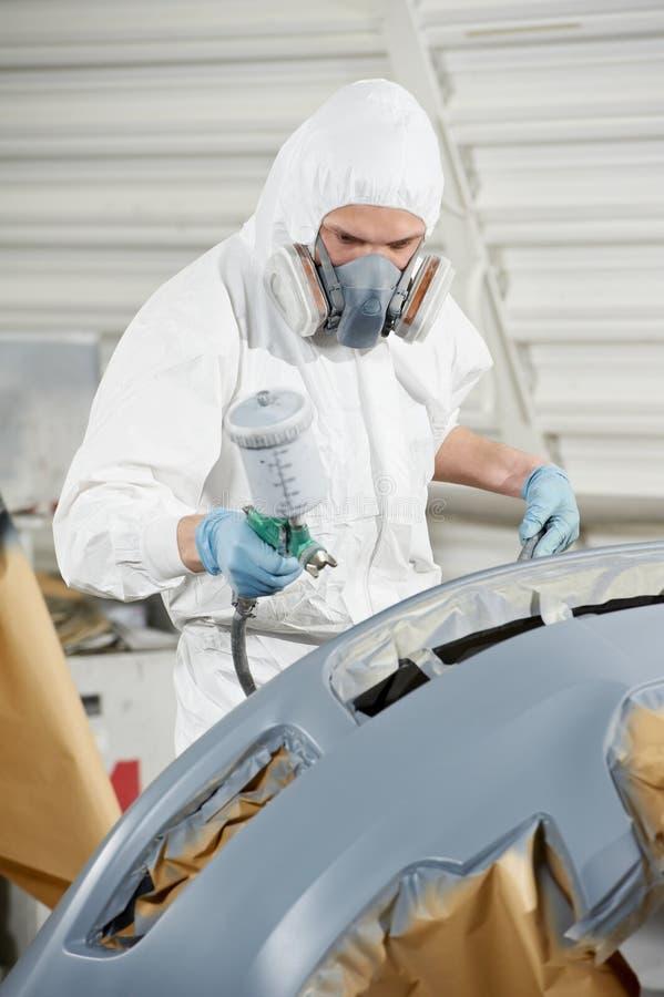 Respingente dell'automobile della pittura del meccanico automatico immagini stock libere da diritti