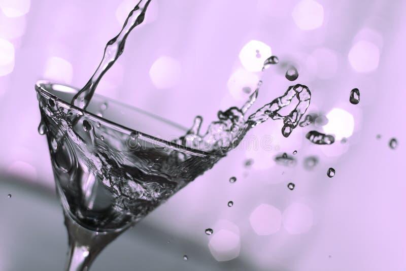 Respingo cor-de-rosa de martini imagem de stock royalty free
