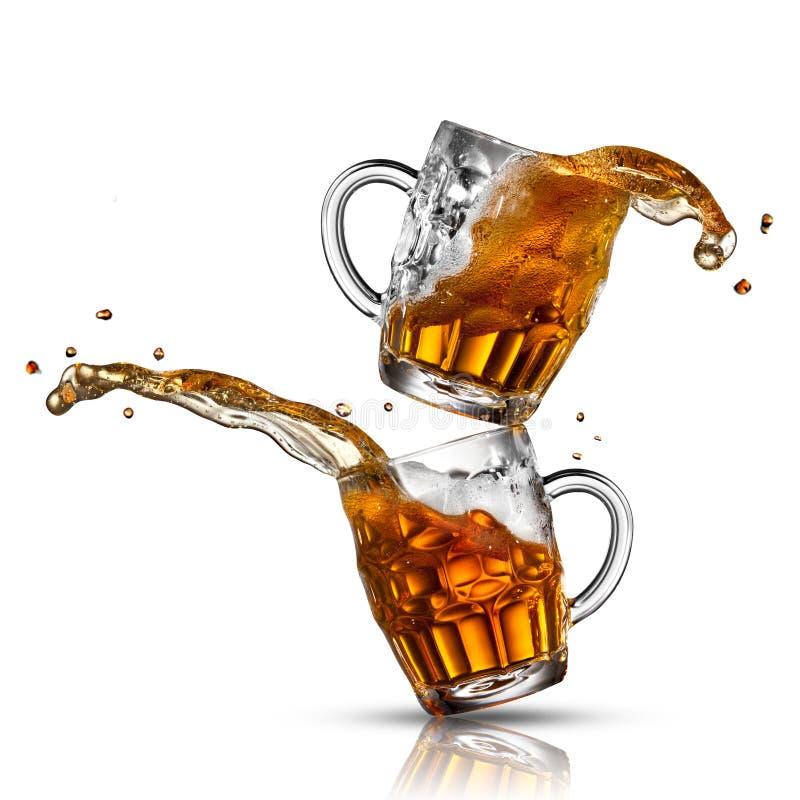 Respingo da cerveja nos vidros fotos de stock royalty free