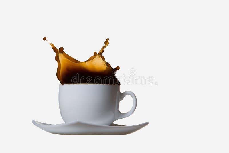 Respingo do café isolado no fundo branco fotografia de stock